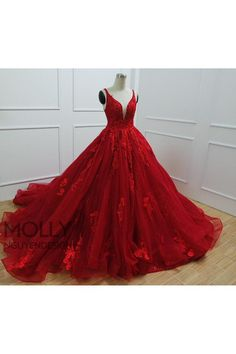 Purple Wedding Gown, Purple Gowns, Red Wedding Dresses, Cute Prom Dresses, Pretty Dresses, Beautiful Dresses, Red Sweet 16 Dresses, V Neck Prom Dresses, Red Ball Gowns