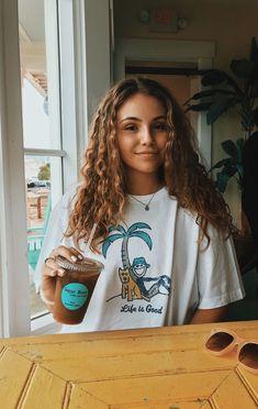 Idées et Tendances Cheveux longs 2017 Image Description Model Tips, Shotting Photo, Insta Photo Ideas, Insta Ideas, Instagram Picture Ideas, Beach Instagram Pictures, Insta Pictures, Blonde Wig, Blonde Curls