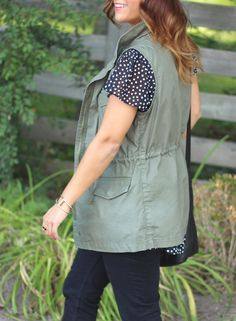 Fall outfit inspiration - how to wear a cargo vest (or utility vest) like a fashion blogger