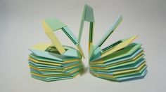 How to make an origami Slinky Designed by Jo Nakashima (November/2011) Reupload to allow multiple languages! Difficulty level: simple My paper: 8cm x 8cm cop...