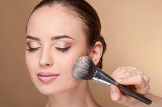 メイクブラシの上手な使い方~ファンデーションブラシ編 | Beauty Column 美容コラム | MEIKO
