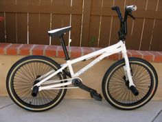 Quamen G9 Bmx Flatland, Vintage Bmx Bikes, Bmx Freestyle, Bike Stuff, Skateboards, Mtb, Mountain Biking, Old School, First Love