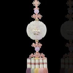 장옥정, 원형 백옥 오색술 노리개 Messenger Bag Patterns, Korean Accessories, Modern Hanbok, Korean Traditional, Hanfu, Jewerly, Charmed, Ornaments, Antiques
