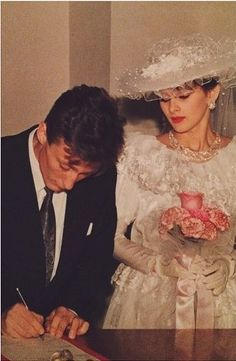Vintage Wedding Photos, Vintage Weddings, Wedding Pics, Wedding Bride, Wedding Gowns, Wedding Album, Wedding Ideas, Fairytale Gown, Wedding Dress Accessories