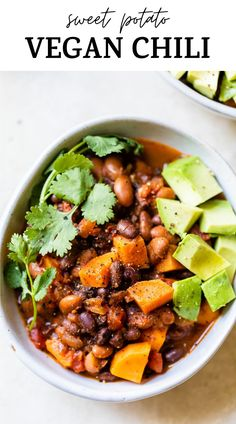 Easy VEGAN CHILI made with beans and sweet potato will quickly become your go-to chili recipe. It can be made in the crockpot or over the stove, and is a super cozy, flavorful meatless meal #chili #veganchili Easy Vegan Chili, Vegetarian Chili, Vegetarian Recipes, Vegan Cheddar Cheese, Vegan Mac And Cheese, Chili Recipes, Raw Food Recipes, Healthy Recipes, Healthy Food