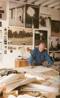 Richard Serra (born November is an American minimalist sculptor and video artist known for large-scale assemblies of sheet metal. Richard Serra, Artist Art, Artist At Work, Video Artist, Famous Artists, Great Artists, Artist Workspace, Process Art, American Artists