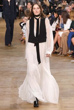 Chloé - Fall 2015 Ready-to-Wear - Look 3 of 45?url=http://www.style.com/slideshows/fashion-shows/fall-2015-ready-to-wear/chloe/collection/3