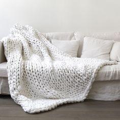 #couverturebebetricot Sofa Blanket, Sofa Throw, Blanket Yarn, Weighted Blanket, Knot Blanket, Fur Throw, Throw Rugs, Knitted Blankets, Merino Wool Blanket