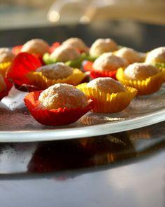 αμυγδαλωτά με μανταρίνι Greek Recipes, Cereal, Strawberry, Sweets, Cookies, Fruit, Breakfast, Food, Tarts