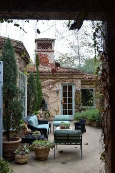 Penelope Bianchi's lovely patio- what a beautiful outdoor space