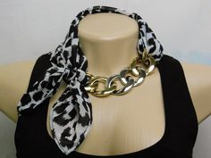 Simple jewelry repairs you can do by yourself Scarf Necklace, Fabric Necklace, Scarf Jewelry, Textile Jewelry, Fabric Jewelry, Scarf Knots, Diy Scarf, Jewelry Crafts, Handmade Jewelry