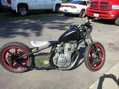 1978 Yamaha XS 400 bobber, .50cal battery box. Neat take on the chopper/bobber.