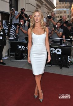 Rosie Huntington-Whiteley style 2013 GQ Men Of The Year awards Versace white dress, Christian Louboutin so-kate pumps Rosie Huntington Whiteley, Rose Huntington, Sexy Dresses, Dresses 2013, Short Dresses, Casual Dresses, Beauté Blonde, Actrices Sexy, Corte Y Color