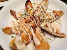 Boston Pizza is one of our favourite restaurants here in Ontario, Canada. 3 of us always share a couple of appetizers and this is the ONE – . Potato Skins Appetizer, Potatoe Skins Recipe, Creamy Garlic Dressing, Healthy Superbowl Snacks, Pub Food, Chicken Potatoes, Food Places, Appetizer Recipes, Appetizers