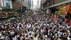Hong Kong: Democracy rally 'draws 510,000 protesters'  線形のデモ