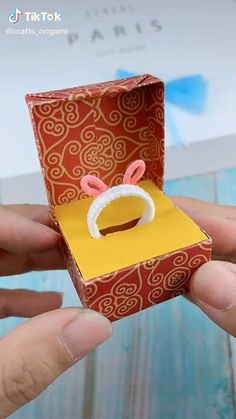Cool Paper Crafts, Paper Crafts Origami, Diy Crafts For Gifts, Creative Crafts, Fun Crafts, Crafts For Kids, Disney Diy Crafts, Instruções Origami, Diy Projects