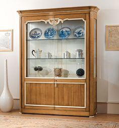 Collection Ginevra Display cabinet with two doors, wooden back, two adjustable glass shelves and two adjustable wooden shelves. Made in Italy  Casa Nobile