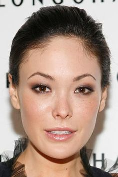 Lindsay Price: Bronzed Smoky Eyes , Best Makeup Looks for Asian Faces