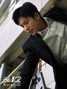 Jeha in action Yoona Ji Chang Wook, Ji Chang Wook Abs, Ji Chang Wook 2017, Ji Chang Wook Healer, Ji Chan Wook, Asian Actors, Korean Actors, The K2 Korean Drama, Dramas