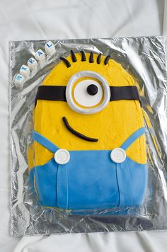 Hvordan lage Minion Cake House of Treats - The world's most private search engine Minions Funny Images, Minions Quotes, Funny Minion, Funny Jokes, Cupcake Birthday Cake, Cupcake Cakes, Happy Birthday Minions, Minion Cupcakes, Minion Party