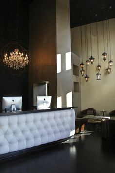 50 Reception Desks Featuring Interesting And Intriguing Designs/ The reception desk from the Top Indianapolis Salon is casual and luxurious at the same time. In fact, the whole area looks sophisticated without overdoing it.