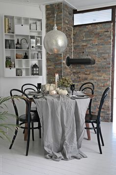 Love how the raw brick wall, the black pieces and the metallic details complement each other || Svenngården
