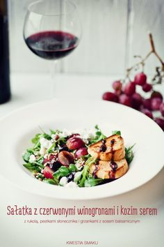 Sałatka z winogronami { Salad of Grapes, Goat-Cheese, Arugula, Sunflower-Seeds and Croutons with Balsamic sauce } I Love Food, Good Food, Yummy Food, Raw Food Recipes, Cooking Recipes, Healthy Recipes, Healthy Food, Easy Cheese, Salad Bar