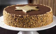 Bolo natalino de nozes com recheio de chocolate - Receitas - GNT Fondant, Cupcake Cakes, Cupcakes, Cheesecakes, Amazing Cakes, Tiramisu, Holiday Recipes, Pudding, Sweets