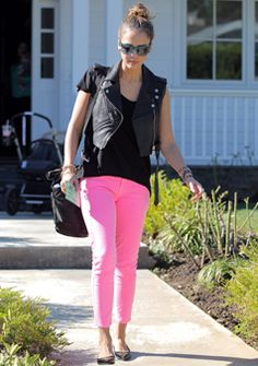 Jessica Alba rockin' some neon pink skinnies. #denim #outfit #leather