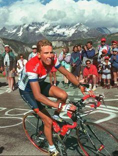 Michael Boogerd in de beklimming naar Chourchevel tijdens de Tour de France van 1998