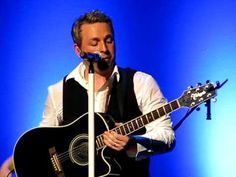 Johnny Reid,paying tribute to his Granny,Margaret who passed away. Good Music, My Music, Sam E, My Buddy, Country Singers, Music Artists, Tartan, Musicians, Ears