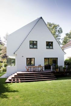one: one architects hamburg – cultivation at a Siedlerhaus - Modern Architecture Future House, My House, Farmhouse Remodel, Farmhouse Style, Patio, Backyard, Exterior Design, Outdoor Spaces, Architecture Design