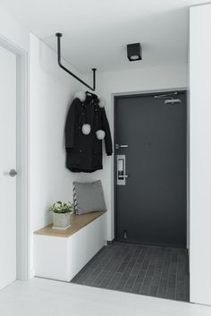 Warehouse organization: ideas for the hallway Home House Ideas Lager . - Warehouse organization: ideas for the hallway At home house ideas Warehouse organizatio - Küchen Design, Home Design, Design Ideas, House Ideas, Room Interior, Interior Design Living Room, Entry Tables, House Entrance, Entrance Table