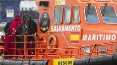 Entre los rescatados en la patera se encuentran cuatro mujeres y 46 varones subsaharianos.