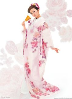 The beautiful colors and textures from Scena D'uno wasou bridal kimono (着物) collection are sure to inspire any bride looking for a bit of eastern flair for their wedding day.
