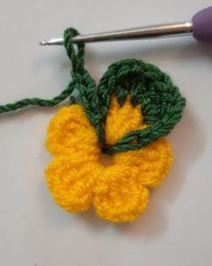 CROCHET COLORFUL FLOWER PATTERN – Knitdo Diy Crochet Flowers, Crochet Flower Patterns, Crochet Motif, Crochet Stitches, Unique Crochet, Beautiful Crochet, Colorful Flowers, Diy Tutorial, Crochet Projects
