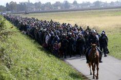 Face à urgência dos refugiados, UE adia novas decisões lá para Junho - PÚBLICO  Confrontada com a crise dos refugiados do Médio Oriente que batem à porta da Europa no Mediterrâneo Oriental e nos Balcãs, a necessitar de respostas urgentes, os líderes dos Vinte e Oito reuniram-se de novo em cimeira para manifestarem a sua preocupação e concordarem em adiar as decisões para mais tarde, algumas lá para Junho de 2016, como a da formação de uma guarda costeira e de fronteira comum na União…