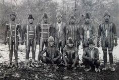 Los Ona o Selk'nam vivían en la Isla Grande de la Tierra del Fuego (Argentina); eran, con los Tehuelches, los indios más altos de América (1,80 m y su fuerza física asombraba a los colonos europeos (tamaño medio 1,65m) Fueron exterminados por sus tierras
