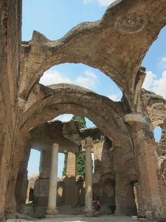 *ITALY ~ Hadrian's Villa, Tivoli, Rome -- this gives you a feeling for what the vast rooms with vaulted ceilings of the emperor's palace would have looked like. Ancient Ruins, Ancient Rome, Visit Rome, Rome Florence, Voyage Rome, Week End En Amoureux, Tivoli Rome, Tivoli Italy, Ancient Architecture