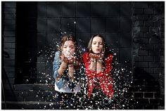 Foto aufgenommen bei Outdoor-Fotoshooting mit zwei besten Freundinnen in Berlin © Fotostudio Berlin LUMENTIS