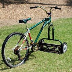 This looks cool! - Green Renaissance This ingenious Bicycle-Lawnmower, fun way to cut your lawn. Homestead Survival, Flower Tower, Lawn Mower, Grass Mower, Cool Photos, Backyard, Good Things, Manly Things, Amazing Things