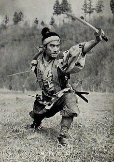 宮本むさし Miyamoto Musashi by the great actor Toshiro Mifune Japanese History, Japanese Film, Japanese Culture, Japanese Artwork, Ronin Samurai, Samurai Armor, Samurai Poses, Kendo, Toshiro Mifune