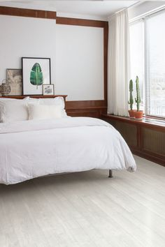 Picking the right bedroom floor doesn't happen overnight. Here's all you need to know to find the bedroom flooring of your dreams. Pvc Flooring, Bedroom Flooring, Vinyl Flooring, California Bedroom, Luxury Vinyl Tile, Bathroom Floor Tiles, Trendy Bedroom, Bedroom Styles, Bedroom Inspo