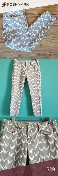 """{Mavi} Gray & White Alexa Ankle Skinny Jeans Mavi Gray & White Alexa Ankle Skinny Jeans  - Mid-rise skinny jeans. - Gray & White pattern. - Gently worn very lightly, good condition. - The measurements are apx. 34"""" length, 27"""" inseam, 15.5"""" waist (measured flat.) Offers Welcome! Mavi Jeans Skinny"""