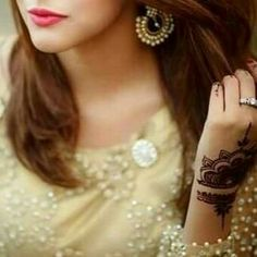 Look Your Best With This Fashion Advice Stylish Girls Photos, Stylish Girl Pic, Girl Photo Poses, Girl Photos, Beautiful People Photography, Dreamy Photography, Bridal Photography, Photography Poses, Dps For Girls