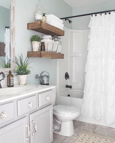 """This farmhouse bathroom is covered in floor to ceiling charm (: @blesserhouse) #homedecor #decorating"""