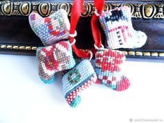 Купить Носочки новогодние подарок сувенир ручная вышивка крестом миниатюра в интернет магазине на Ярмарке Мастеров