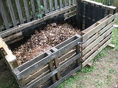 Compost bin made out of shipping pallets -- easy DIY and cheap