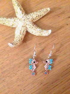 Articoli imitation has earrings small seahorse golden su Etsy - DIY Schmuck Seed Bead Jewelry, Bead Jewellery, Seed Bead Earrings, Animal Earrings, Bead Embroidery Jewelry, Beaded Jewelry Patterns, Fuse Beads, Beads And Wire, Seed Bead Patterns