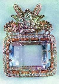 Considered to be the most celebrated diamond in the Iranian Crown Jewels and one of the oldest known to man, the 186-carat Darya-i-Nur is a crudely fashioned stone measuring 41.40 × 29.50 × 12.15 mm.